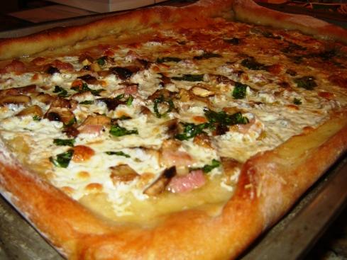 Roman style pizza bianca / al taglio recipe with pancetta, basil, Reggiano Parmigiano, fresh mozzarella, mushroom and artichoke from Paggi Pazzo